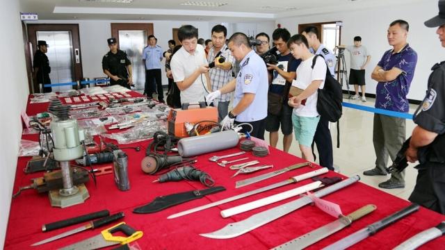 东莞警方成功摧毁武装贩毒集团 挖出地下兵工厂
