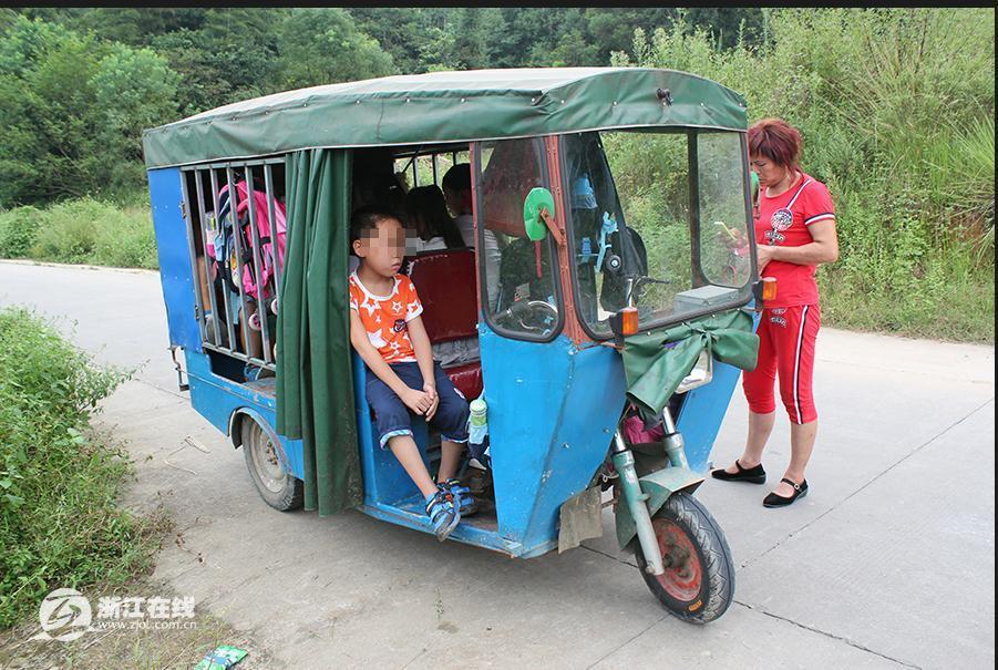 温州小学残疾车改装校车 11名学生被塞进铁笼