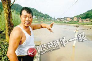 """土豪修球场泳池向村民开放 网友:喜欢这种""""土"""""""