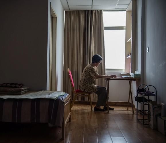 """农村老人自杀多因缺乏亲情 住养老院只为""""取暖"""""""