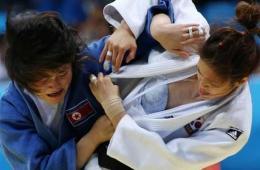 尴尬!朝鲜致韩国柔道选手露BRA