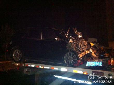 黑龙江路虎奔驰车相撞两人死 两饮酒交警受伤(图)