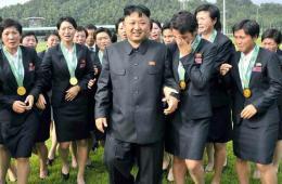 爱哭的朝鲜人:国歌成催泪剂 妇女看摔跤吓哭