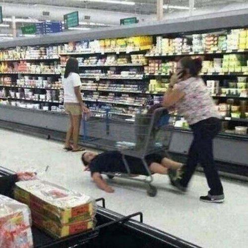 超市里的倒霉熊孩子