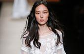 中国超模笑傲国际时装周 场内场外皆焦点