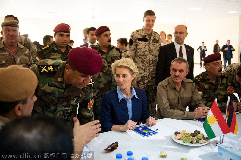 """德国女国防部长突访伊拉克 慰问库尔德""""自由斗士"""""""
