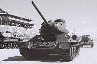50年代初国庆阅兵飞机坦克全有