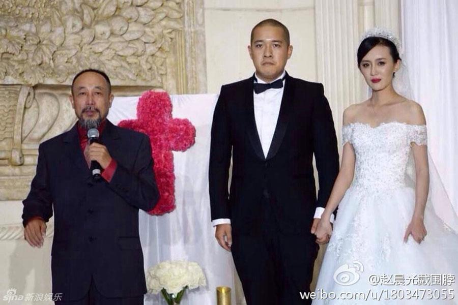 吕丽萍25岁儿子大婚 亲爸张丰毅未出席
