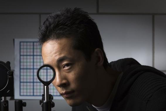 美科学家发明可让物体隐形的光学设备