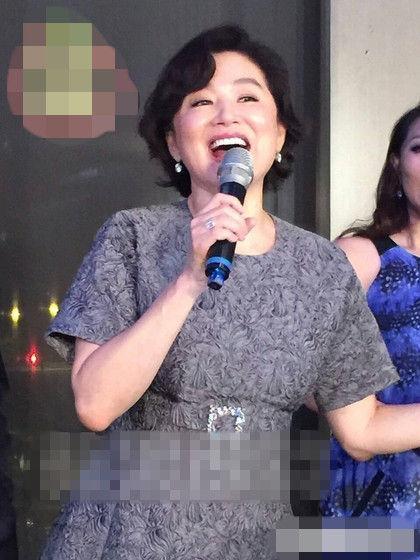 昔日女神大团聚 60岁林青霞玩high放声高歌