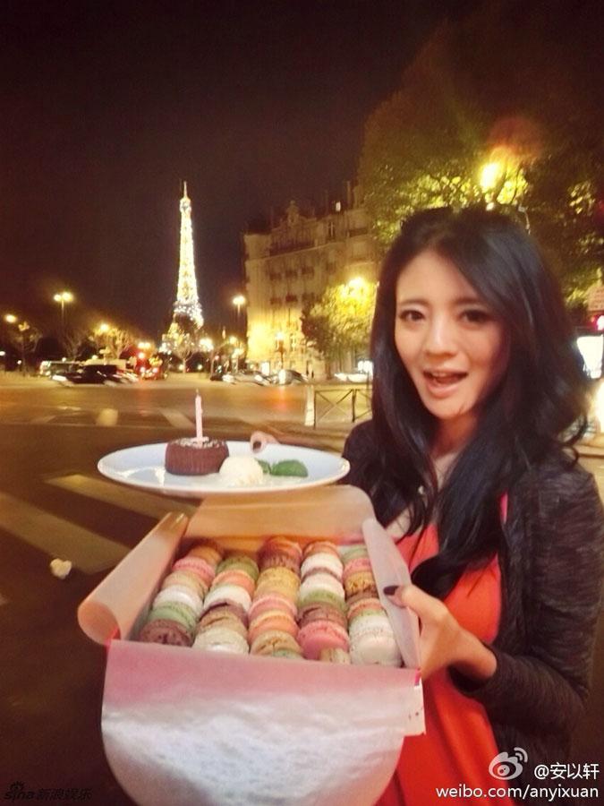 安以轩庆祝34岁生日 好闺蜜陈乔恩献吻