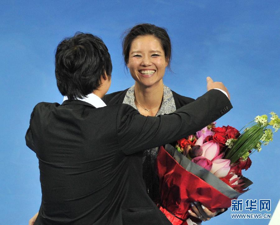 """李娜举行退役仪式 """"一姐""""动情落泪"""