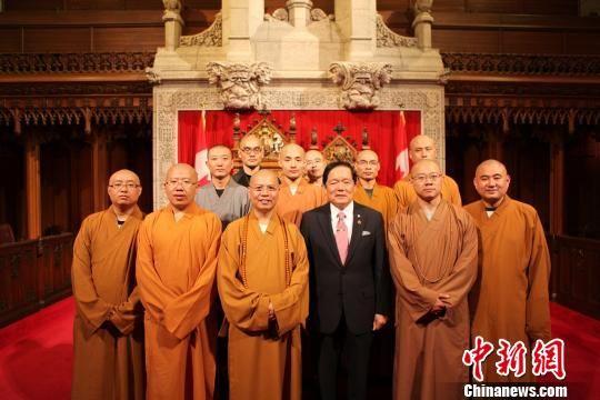 加拿大联邦参议员在国会山庄会见中国僧侣(图)