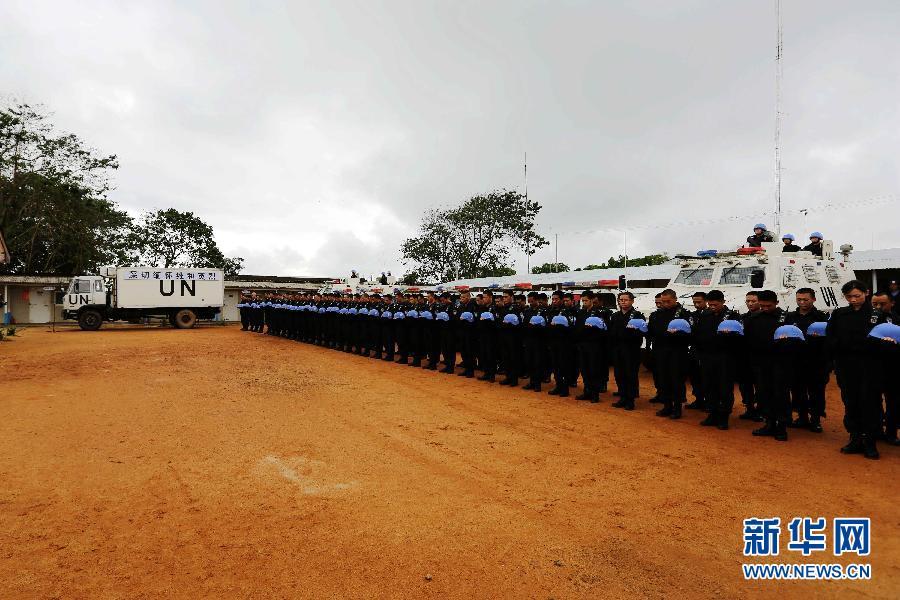 中国驻利比里亚维和警察防暴队举行祭奠活动