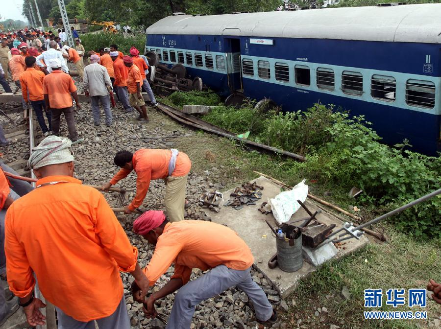 印度两列火车相撞造成至少12人死亡