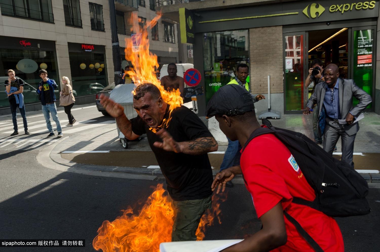 一黎巴嫩男子自焚抗议比利时移民法案
