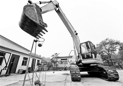 北京举行挖掘机操作比赛冠军:不是蓝翔毕业(图)