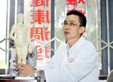 成都老中医称愿出20万应战诊脉验孕