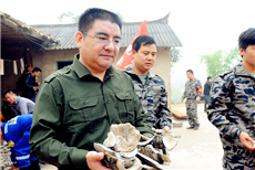 陈光标组建救援队亲赴云南