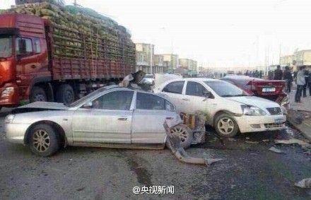 青海大型吊车失控致死者增至9人 2名儿童危急