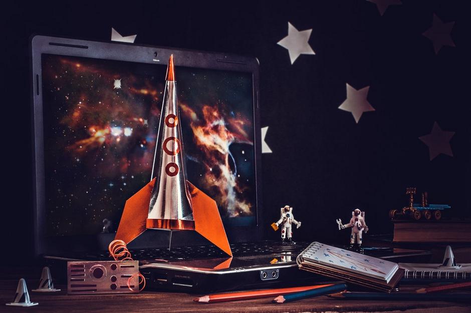 我用餐桌带你遨游太空