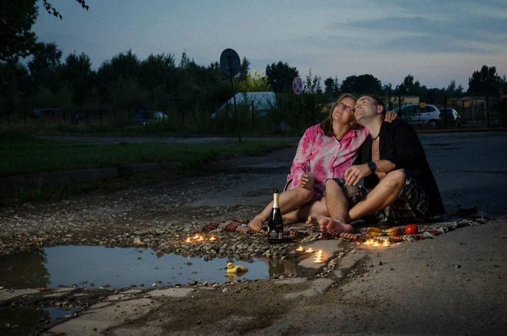 创意摄影:立陶宛道路大坑