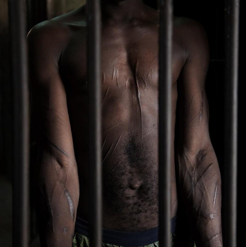 """人像摄影:青少年""""囚犯"""""""