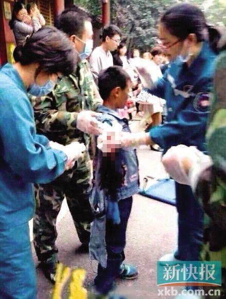 动物园园长回应男童被咬:防护栏和警示到处都是