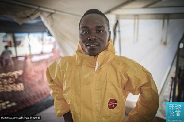 与死神擦肩:利比里亚埃博拉疫区前线工作人员
