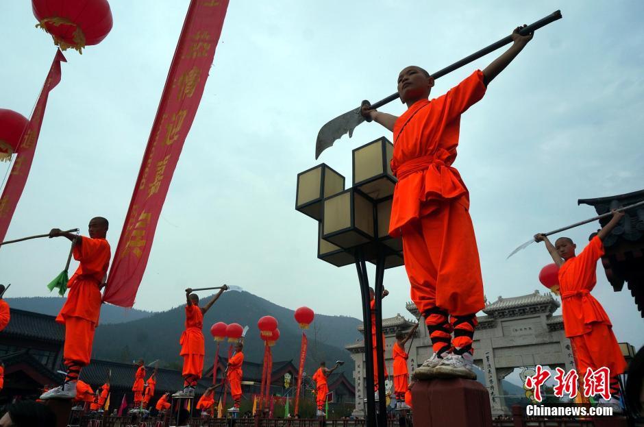 少林武术节开幕 7万少林弟子布阵迎客
