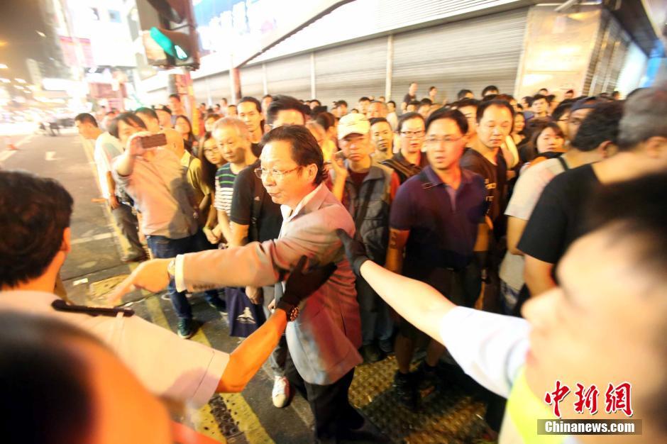 """香港旺角市民怒斥""""占中""""非法集会者骚扰市民生活"""