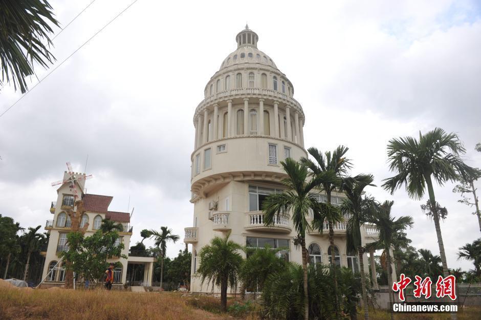 海南农民建别墅形似美国会大厦