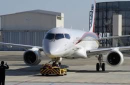 日本时隔半世纪首架国产客机MRJ支线客机亮相