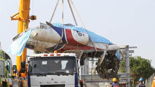 台自产教练机特技训练时擦撞坠机 一飞行员身亡
