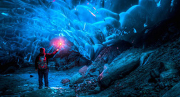 冒着生命危险探访阿拉斯加绝美冰洞