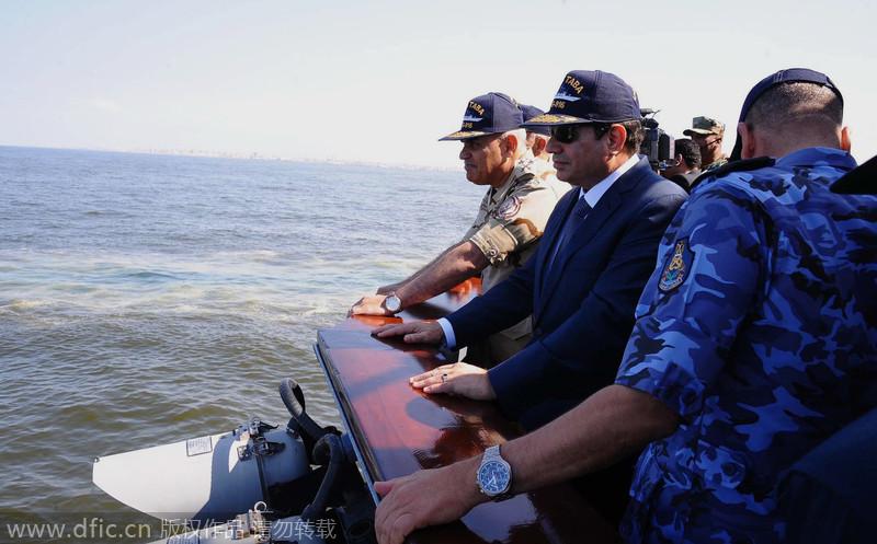 埃及总统塞西参加海军军事演习 墨镜出席威武霸气