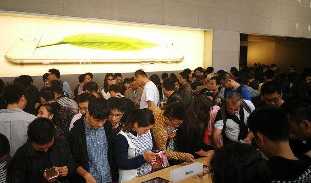 专访苹果CEO库克:中国苹果零售店全球最忙