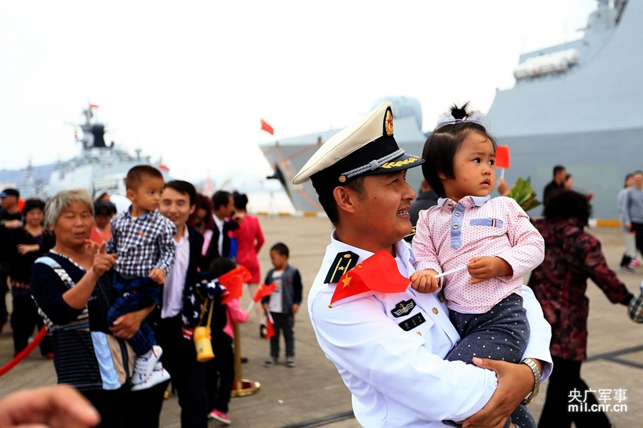 东海舰队052C旗舰护航凯旋