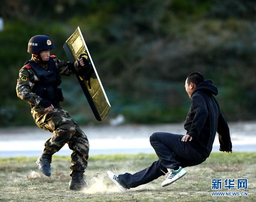 新疆边防反恐部队女狙击手曝光