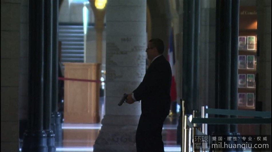 加拿大警卫击毙枪手后淡定离场