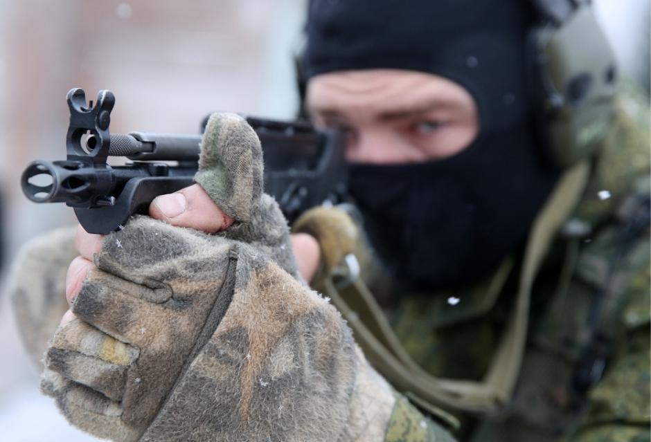 俄罗斯军警实战化演练场面震撼