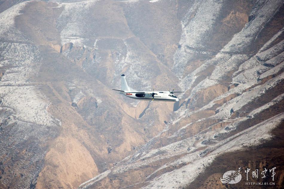解放军战机飞遍中国各种地形