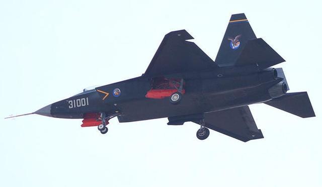 歼31参加航展意义大 说明国产四代机能拿得出手
