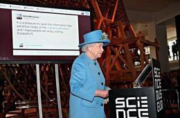 88岁英国女王亲手发出人生首条Twitter消息