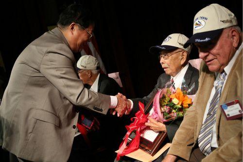 中国驻旧金山总领馆举办招待会 向飞虎队老兵致敬