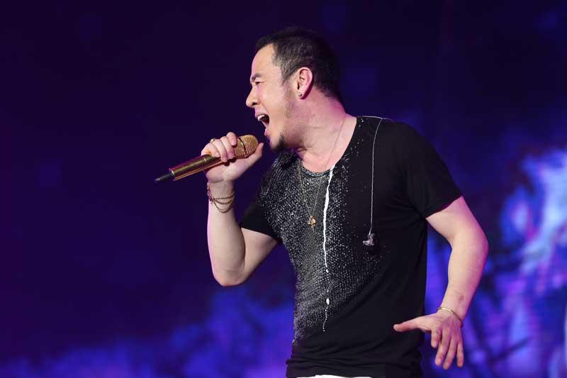 """杨坤""""今夜20岁""""北京演唱会震撼上演图片"""