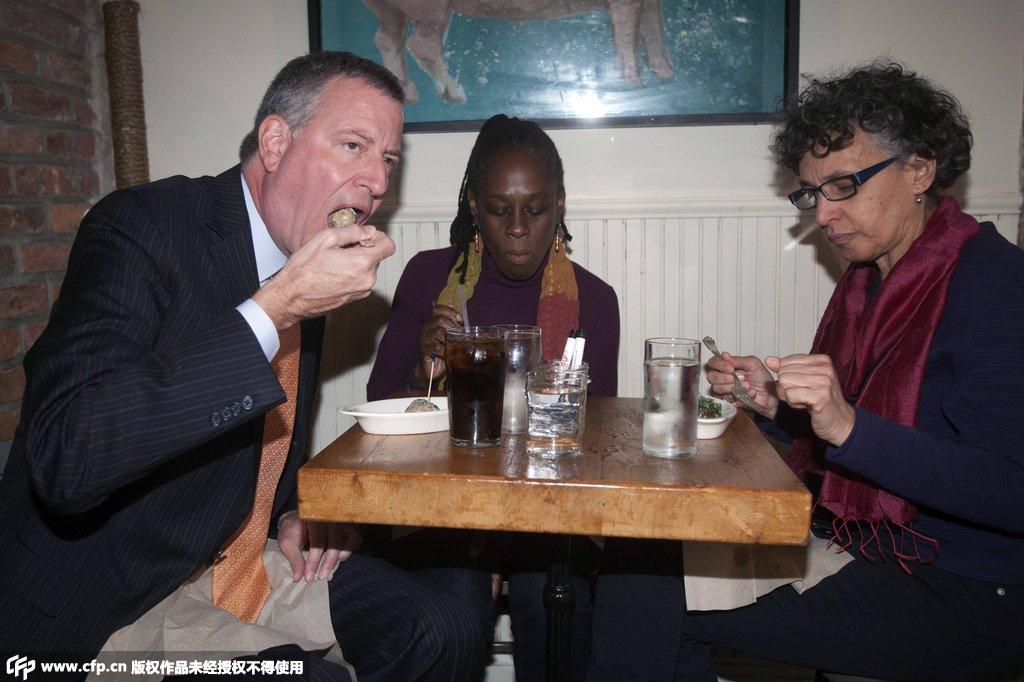 纽约市长造访埃博拉患者用餐餐厅 呼吁民众不要恐慌