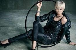 孙妍在拍时尚画报 黑皮衣配金发不再是小萝莉