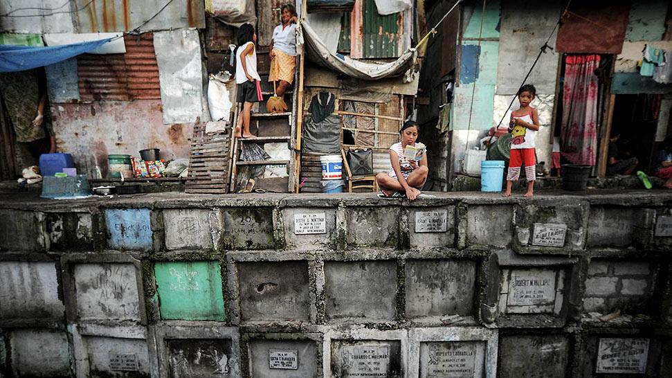 实拍菲律宾墓地贫民窟 与逝者为伴