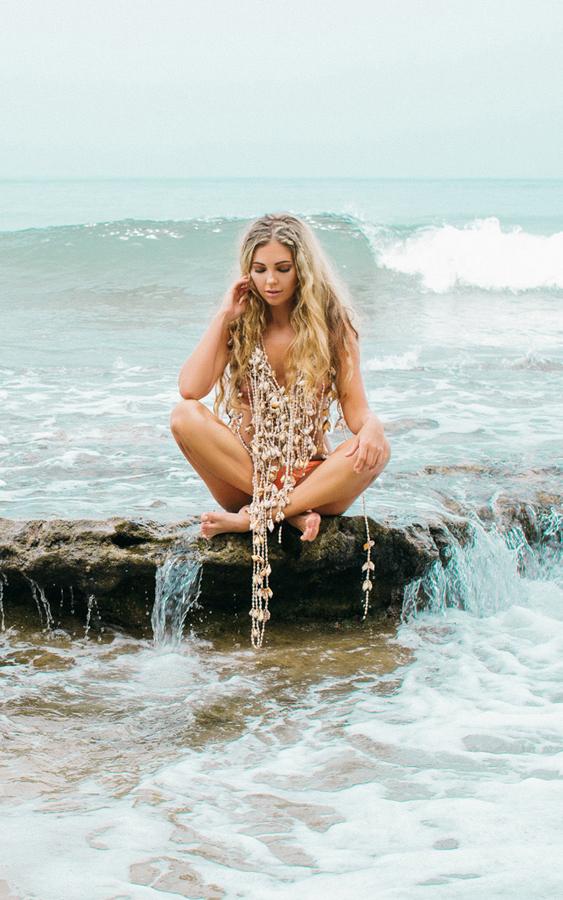 性感宝贝拍摄沙滩比基尼写真诱惑十足照卢静珊性感图片